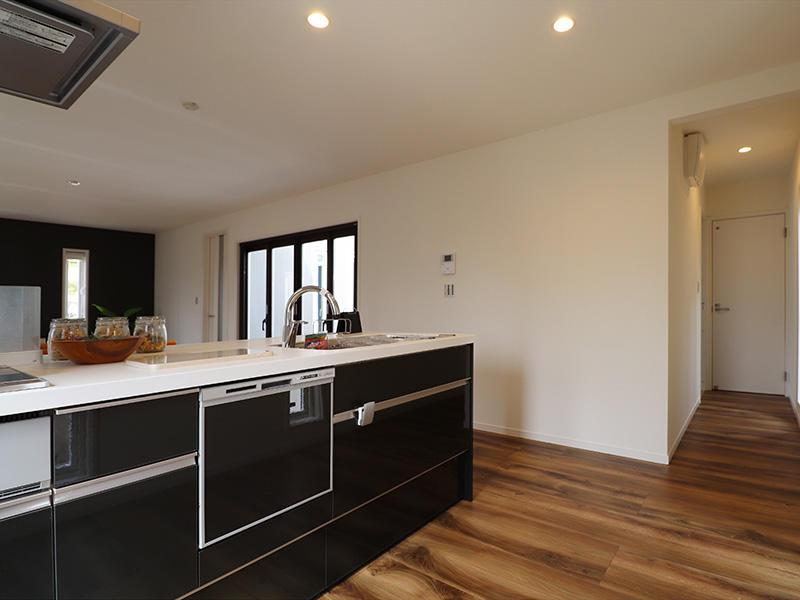 ゼロキューブ完成 システムキッチン|滋賀で家を建てるなら匠工房