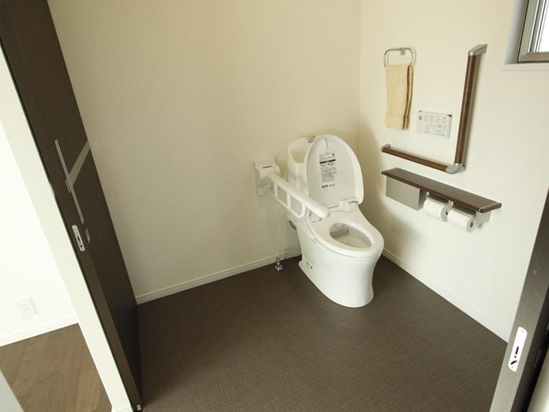 新築 内装 トイレ 洋室