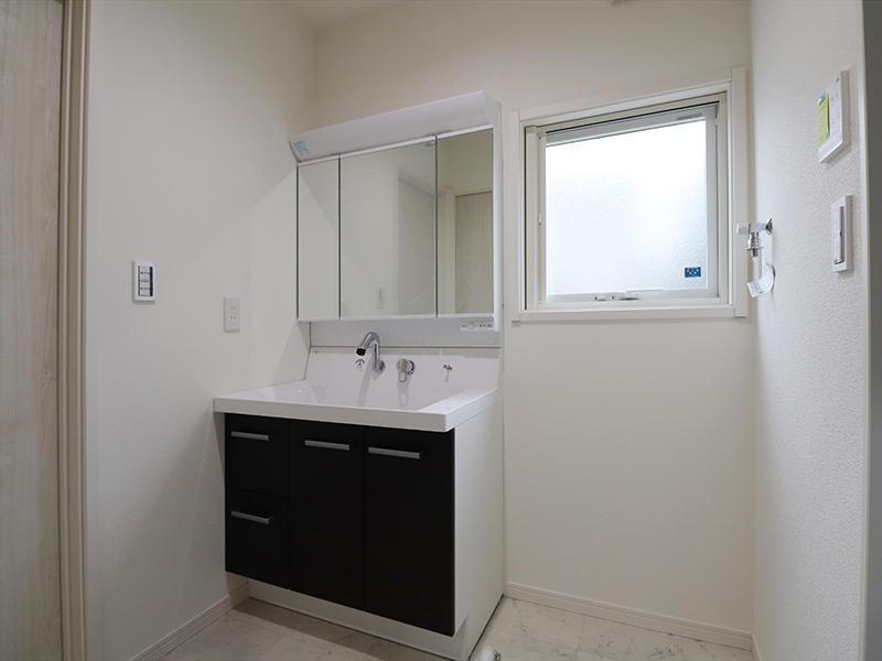 ゼロキューブ新築完成 洗面台|滋賀で家を建てるなら匠工房