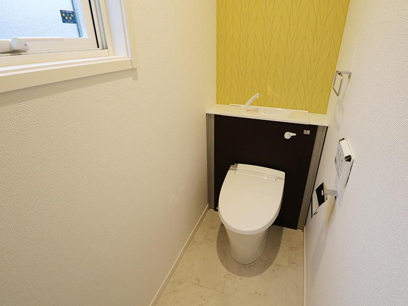 ゼロキューブ トイレ アクセントクロスがおしゃれ|滋賀で新築建てるなら匠工房