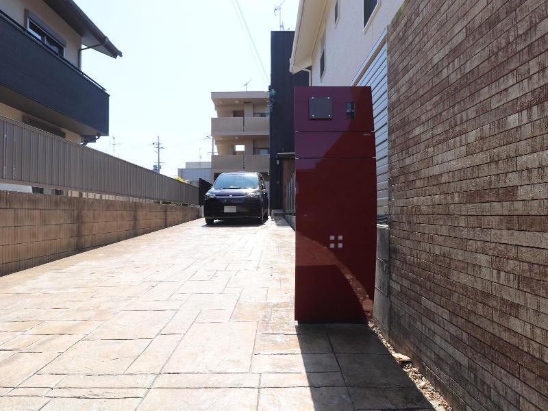 ゼロキューブ完成 赤色のポストは印象的|滋賀で家を建てるなら匠工房