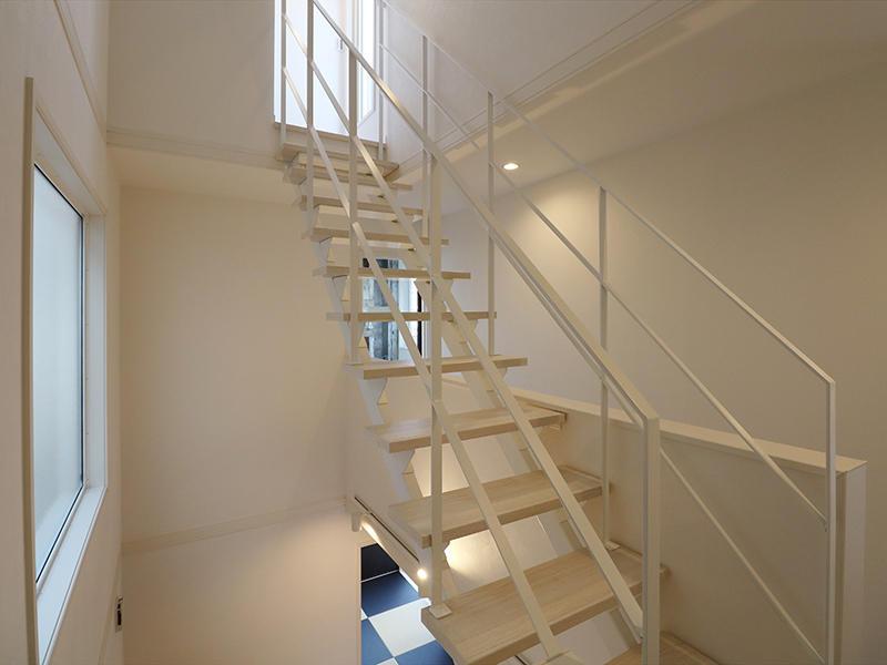 ゼロキューブ完成 屋上へつづく階段|滋賀で家を建てるなら匠工房